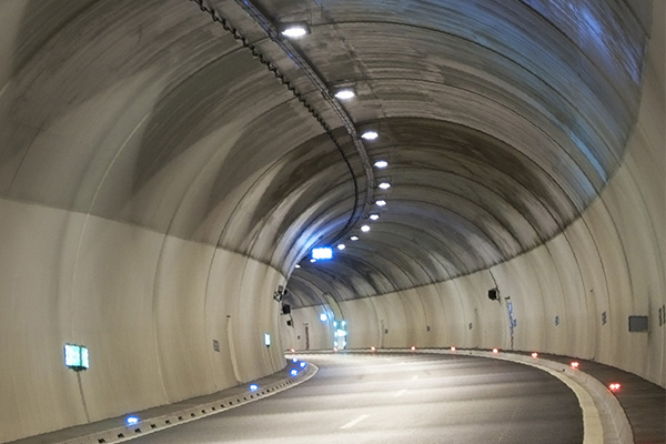 Choose LED tunnel lights to pay attention to those aspects?